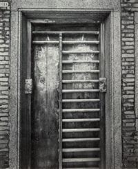 door, avenida do coronel mesquita, macau, 6 december 2000 by laurence aberhart