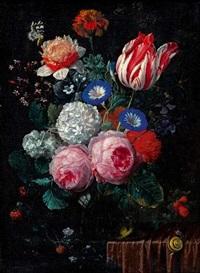 vase de fleurs avec un papillon et une branche de ronces posé sur un entablement recouvert d'un drapé rouge, avec un escargot by nicolaes van veerendael