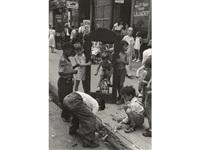 children with a broken mirror, n.y.c. by helen levitt
