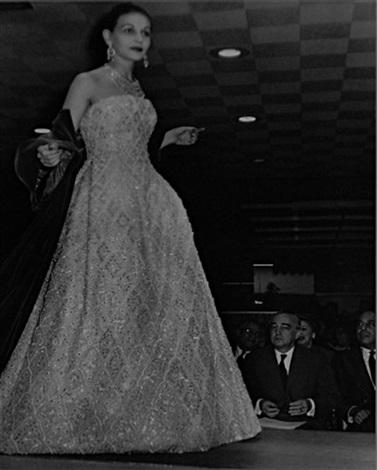 tournée de la chambre syndicale de la haute couture aux usa denise en dior dans la robe fête galante lors du défilé chez neiman marcus by georgette de bruchard