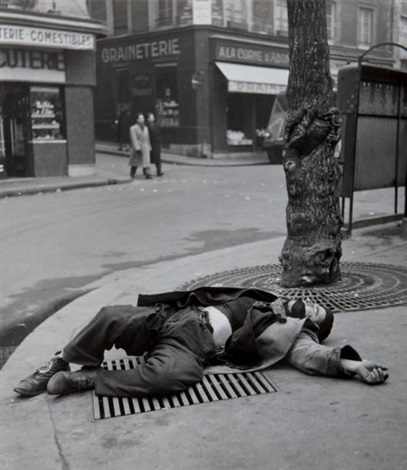 clochard by robert doisneau