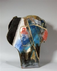 grande sculpture, décor abstrait sur une face, figuratif sur l'autre face by eduardo constantino