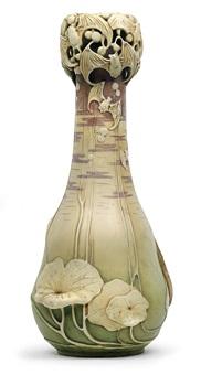 vase mit fledermäusen by paul dachsel