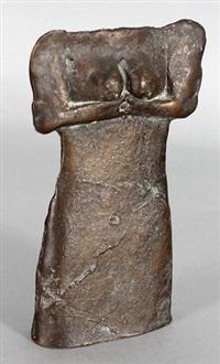 kleiner weiblicher torso mit verschränkten armen und entblösster brust, (hüllenstatuette) by lothar fischer