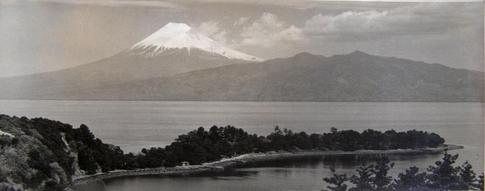 panorama du mont fugi vue depuis osezaki by herbert george ponting