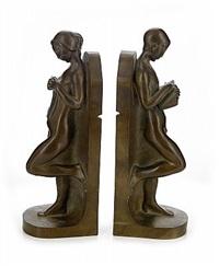 bokstöd i form av läsande kvinna och man (pair) by axel gute