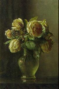 glasvase med lyserode roser by ove haase