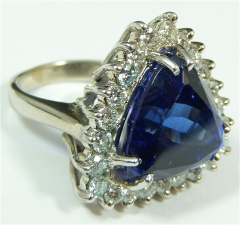 14k white gold 1500ct tanzanite diamond ring