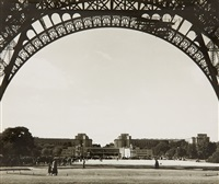 paris, unter dem eiffelturm, blick auf trocadero (paris, below the eiffeltower, view to the trocadero) by wolff & tritschler