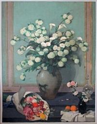 nature morte aux fleurs dans un intérieur by lucien victor guirand de scévola