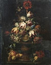 bouquet de fleurs dans un vase à piédouche avec des fruits by karel van vogelaer