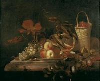 nature morte aux panier de fraises, plat de pêches et raisin sur un entablement de marbre by barend van der meer