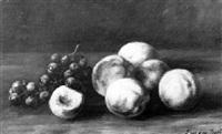 stilleben mit pfirsichen und weintrauben by fritz van den daele