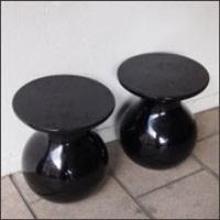 paire de tables bout de canapé modèle solo by elizabeth garouste and mattia bonetti