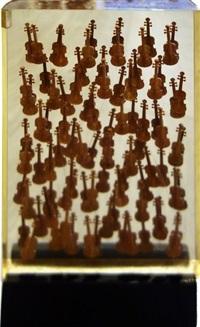 inclusion de petits violons by arman