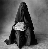 woman with three loaves, morocco by irving penn
