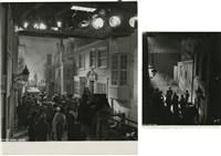 vues du décor de drôle de drame, figurants et dispositif d'éclairage, drôle de drame (2 works) by roger kahan