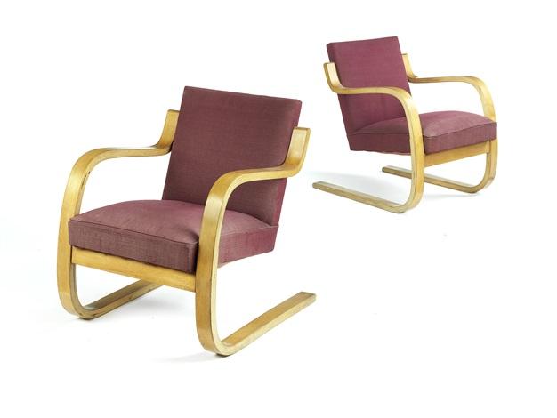 34402 armchairs pair by alvar aalto