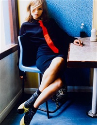 kate moss in blue café by mario testino