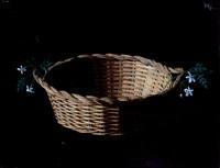 cesto de mimbre con flores by francisco cortijo