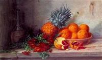gyldenlakker, ananas, skål med appelsiner og chiantiflaske på et bord by alfrida baadsgaard