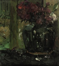 gemberpot met klimroosjes en floxen: ginger jar with climbing roses and phloxes by floris hendrik verster