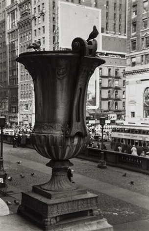 urn in front of new york public library by walker evans