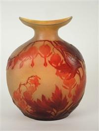 vase à décor gravé en camée à l'acide de fleurs rouges sur fond jaune by émile gallé