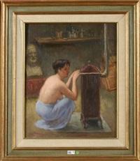 le modèle se réchauffant au poêle dans l'atelier de l'artiste by léonid frechkop