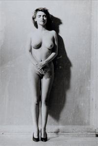 femme nue les bras croisés et les yeux fermés (sylvie) by bettina rheims