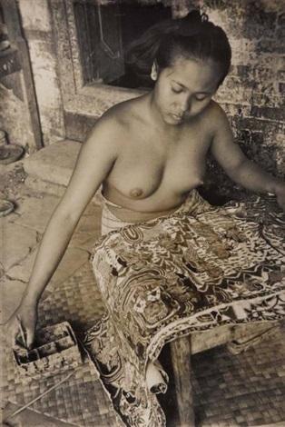 jeune femme peignant bali by henri cartier bresson