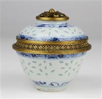 景德镇透胎青花瓷盖碗镶金口<br/>a jingdezhen porcelain bowl with cover