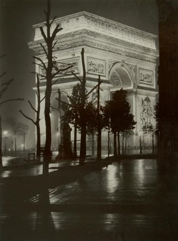 paris de nuit by brassaï