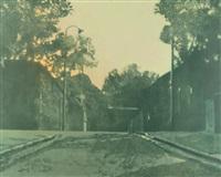 rue et réverbères au crépuscule by jean batail