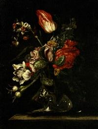 bouquet de fleurs dans un vas sur un entablement by giuseppe vicenzino