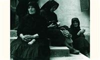kermess femmes sur les escaliers by marian reismann
