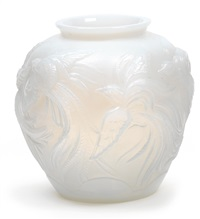 große vase mit paradiesvögeln by verreries des andelys