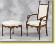 fauteuil avec son repose pieds by louis majorelle