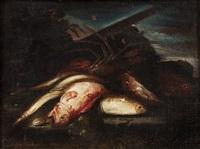 aragosta, dentice, aguglie e altri pesci su un piano con paesaggio sullo sfondo by elena recco