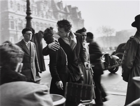 le baiser de lhôtel de ville march by robert doisneau