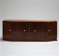 meuble d'enfilade à corps quadrangulaire sur socle ouvrant by georges martin