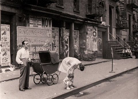 untitled toddler peeing in street by helen levitt