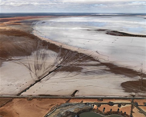 silver lake operation 12 lake lefroy western australia by edward burtynsky