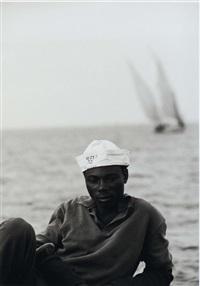 un homme au bord de l'océan by antonio valente