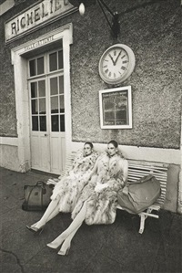 en attendant le train (2 works) by jeanloup sieff