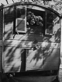 le rire du dimanche, 1935 by andré kertész
