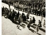 desfile de las mujeres de la paz, perú by paul almasy