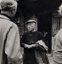 picasso devant l'atelier de poterie madoura, vallauris by edward quinn