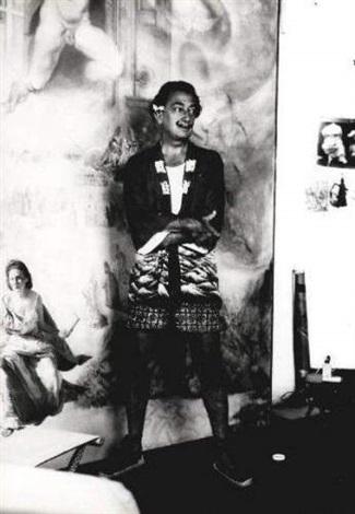 salvador dali dans son atelier devant la peinture limmaculée conception où figure gala by pierre argillet