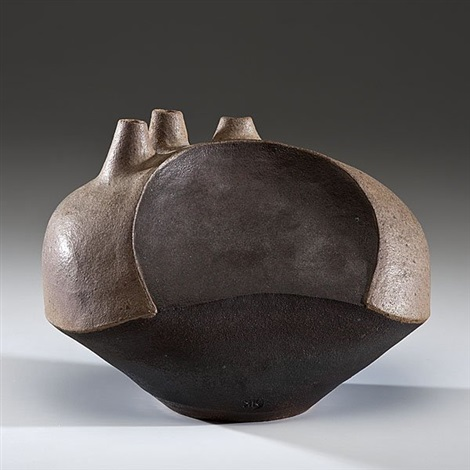triple spout vessel by karen karnes